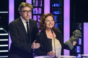 David Trueba y Cristina Huete recogen el Goya a la Mejor Película por 'Vivir es fácil con los ojos cerrados'.