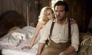 Jennifer Lawrence es 'Serena', la esposa de Bradley Cooper en el film de Susanne Bier.